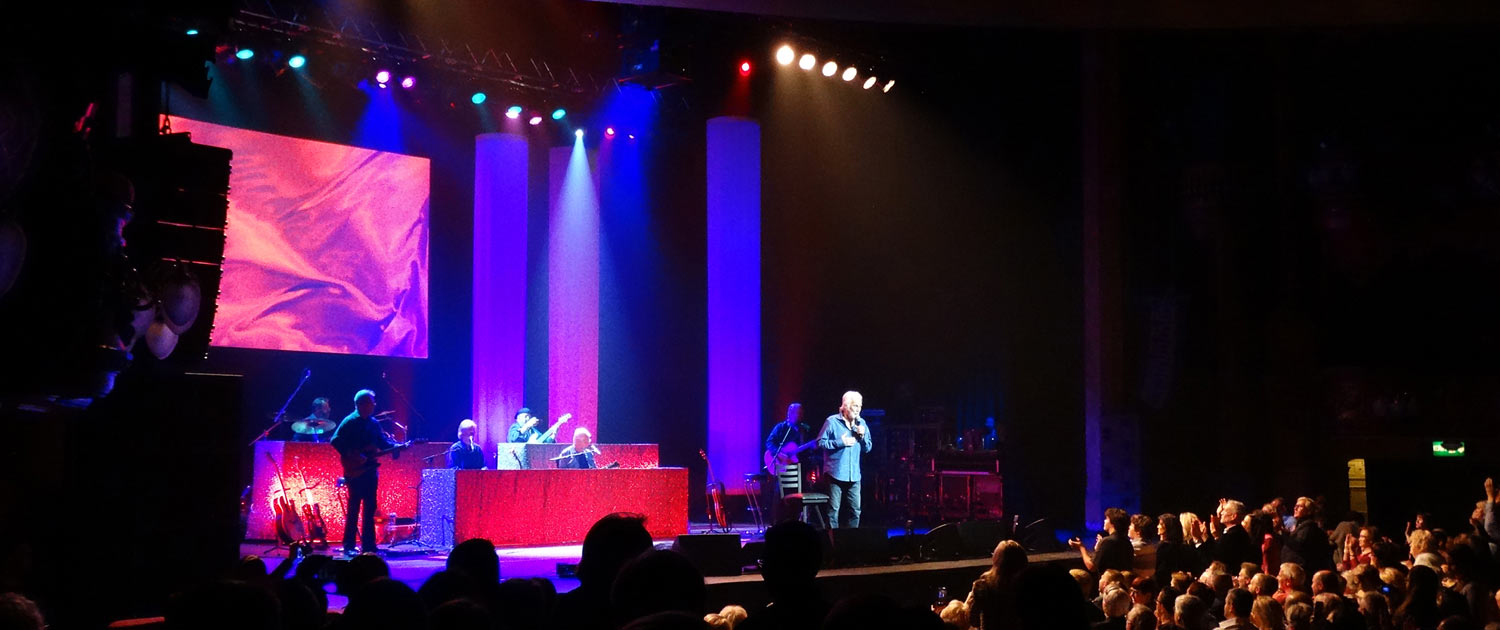 Kenny Rogers arrives in the UK on farewell tour